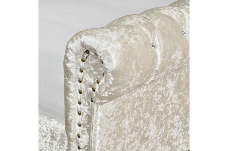 4338 thickbox default 5FTKing Chesterfield Bed Oyster Velvet With Diamonds