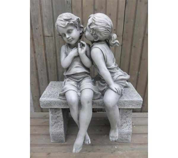 4449 thickbox default Boy and Girl Kissing